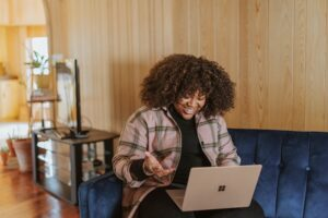 Take a peek at these extra income for working moms! Income for working moms. Work from home today using these creative side hustle ideas today.